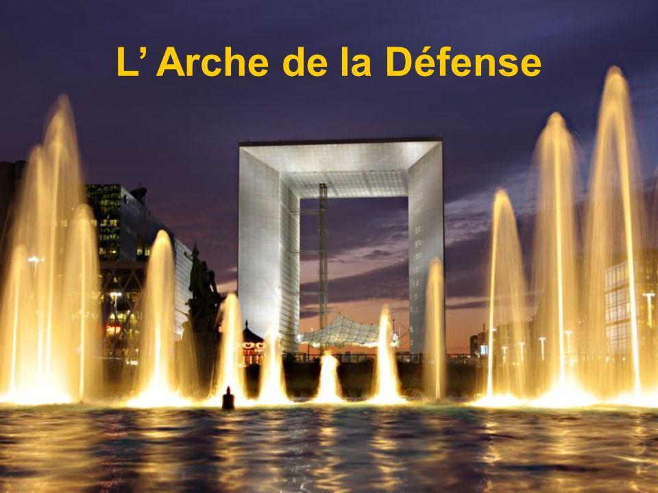 La Défense Le monument La Défense de Paris érigé à la gloire des soldats ayant défendu la ville durant la guerre franco- allemande de 1870.