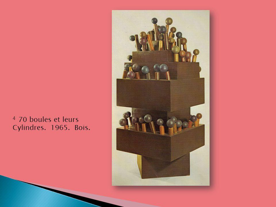 4 70 boules et leurs Cylindres. 1965. Bois.