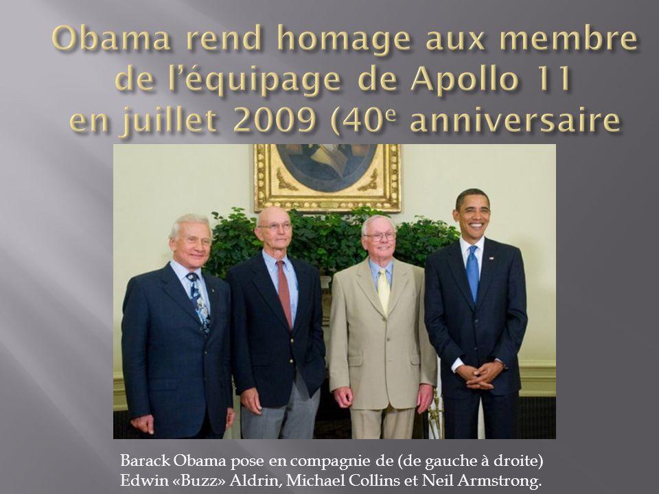 Barack Obama pose en compagnie de (de gauche à droite) Edwin «Buzz» Aldrin, Michael Collins et Neil Armstrong.