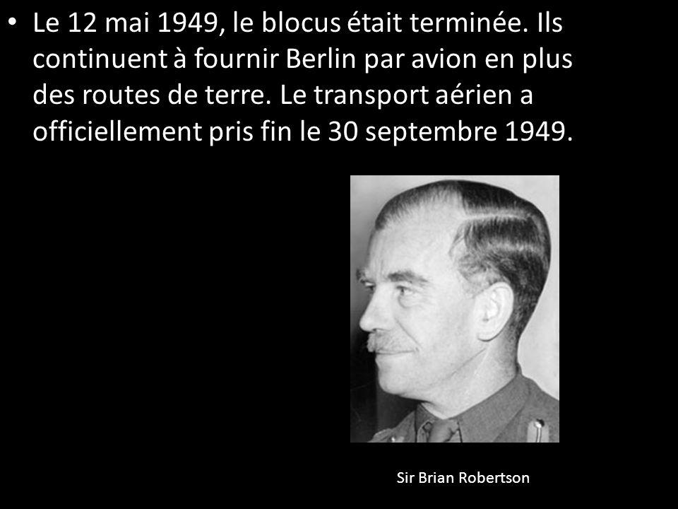 Le 12 mai 1949, le blocus était terminée. Ils continuent à fournir Berlin par avion en plus des routes de terre. Le transport aérien a officiellement