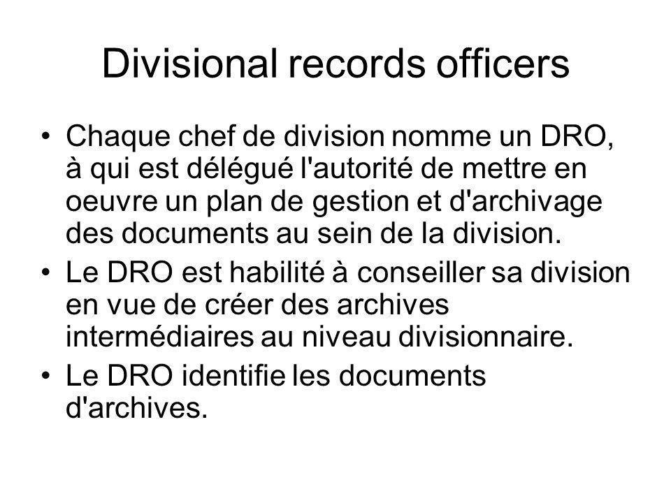 Divisional records officers Chaque chef de division nomme un DRO, à qui est délégué l'autorité de mettre en oeuvre un plan de gestion et d'archivage d