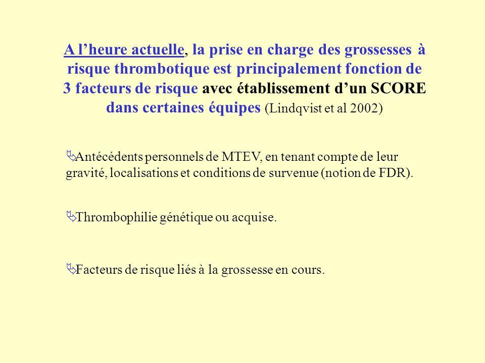 A lheure actuelle, la prise en charge des grossesses à risque thrombotique est principalement fonction de 3 facteurs de risque avec établissement dun