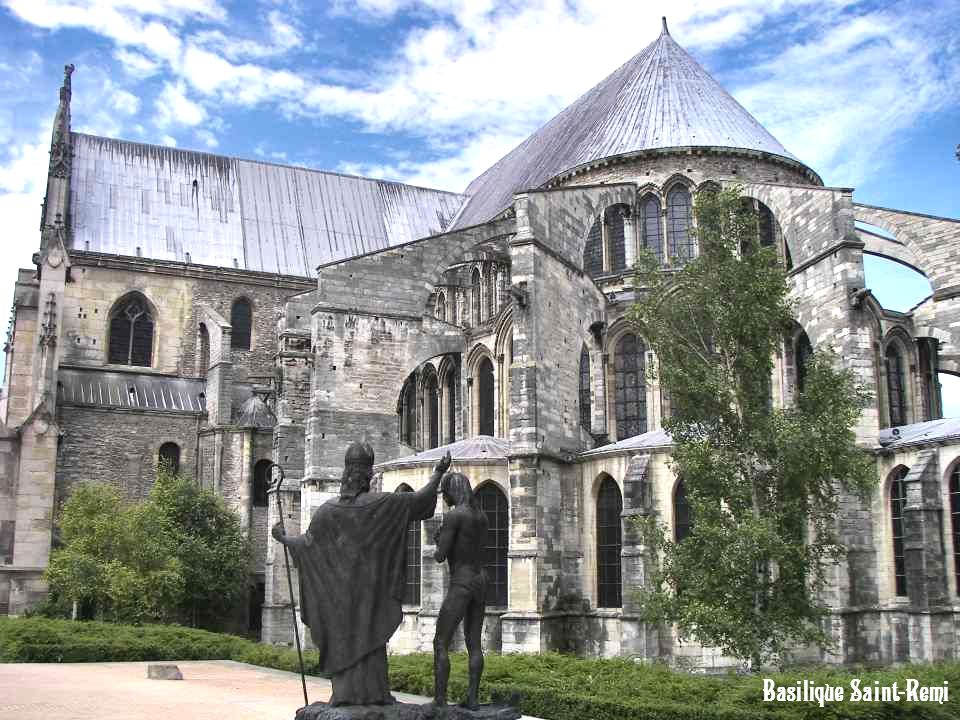 Basilique Saint-Remi La basilique Saint-Remi est classée au Patrimoine Mondial de lUNESCO. Les travées romanes et gothiques, les dalles du XIIIe siècl