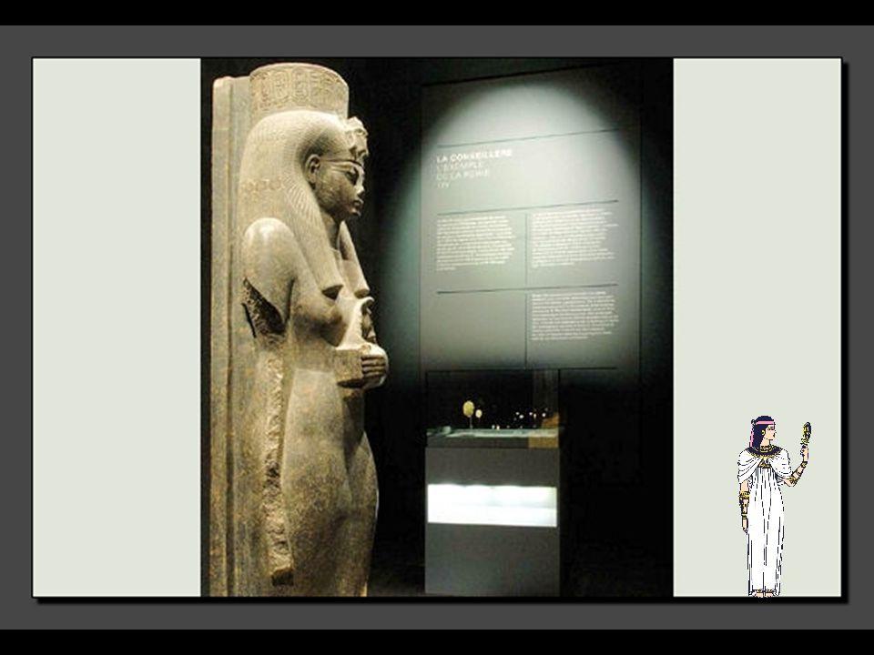 Il était courant que le Pharaon ait plusieurs épouses, dites secondaires ou encore favorites. Parmi elles, se trouvaient des princesses étrangères ren