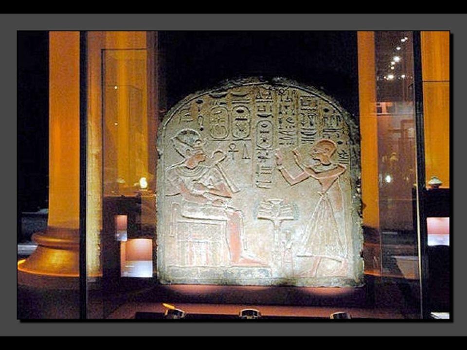 Les témoignages sur le rôle et le statut des reines égyptiennes ne sont pas nombreux. Les œuvres sont effet assez rares, à l'inverse des Pharaons. Il