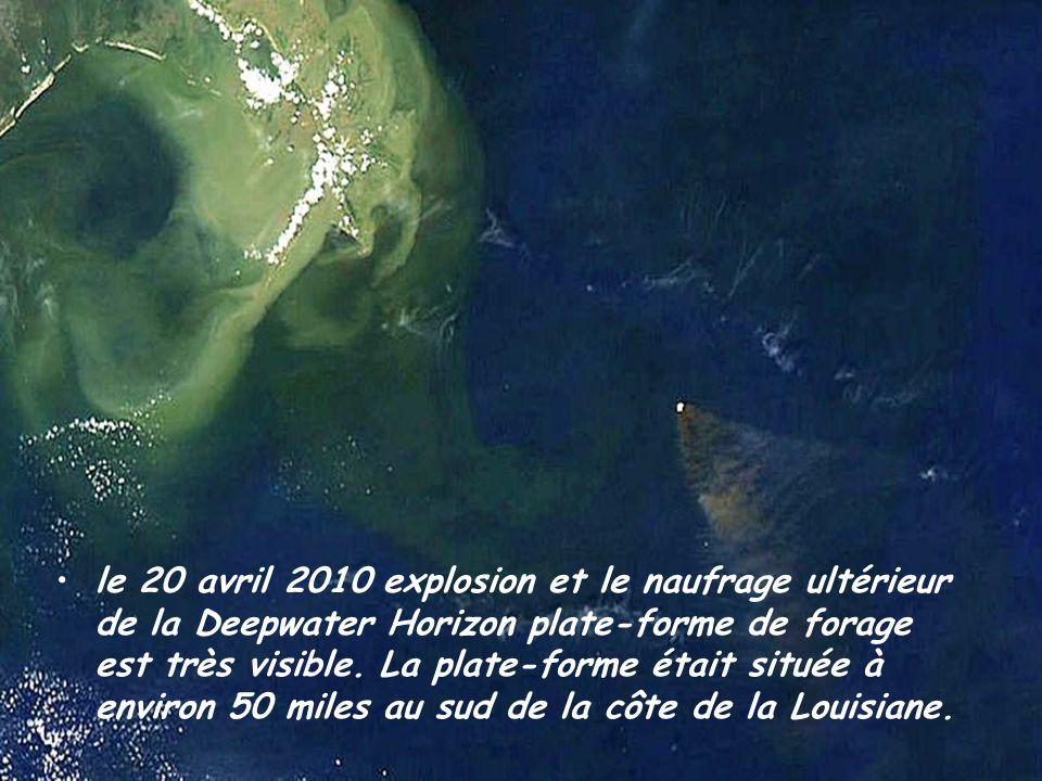 le 20 avril 2010 explosion et le naufrage ultérieur de la Deepwater Horizon plate-forme de forage est très visible.