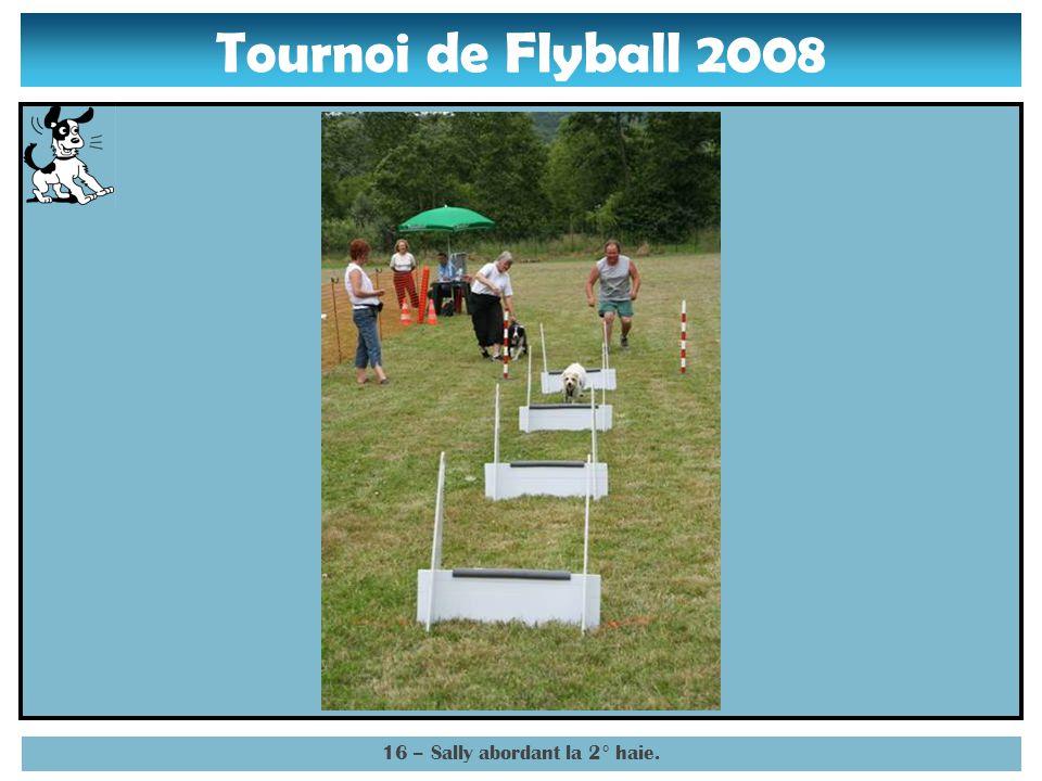Tournoi de Flyball 2008 15 – Sally entamant la 1° haie.