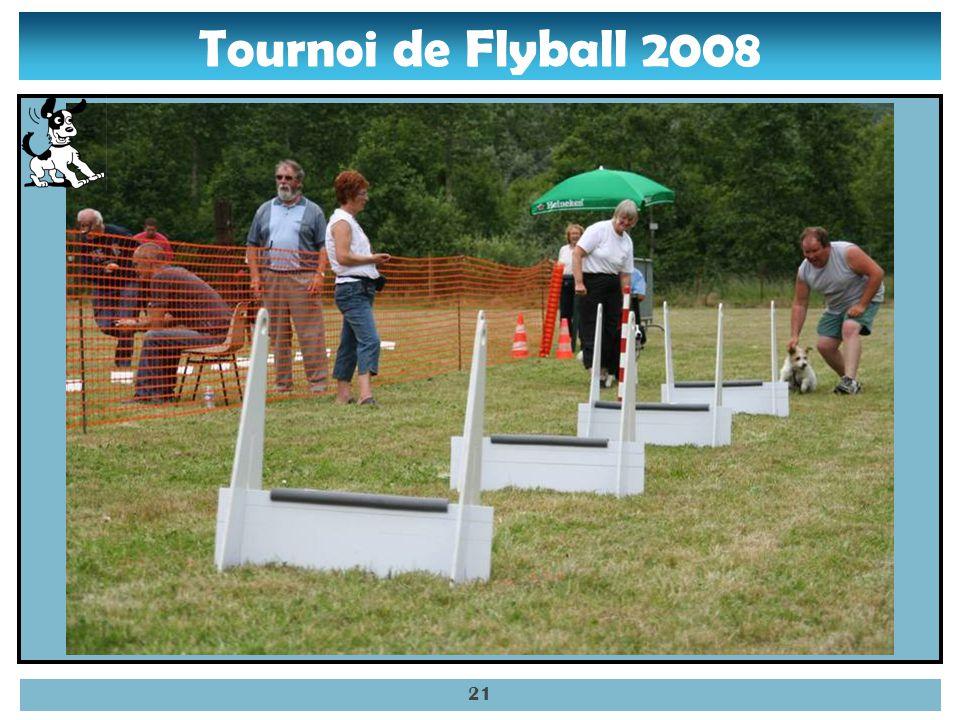 Tournoi de Flyball 2008 20 – Sally prête pour prendre la balle.