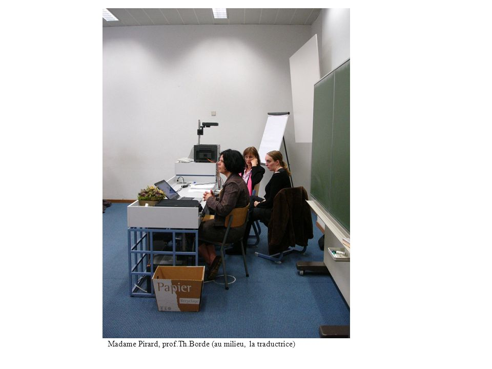 Madame Pirard, prof.Th.Borde (au milieu, la traductrice)