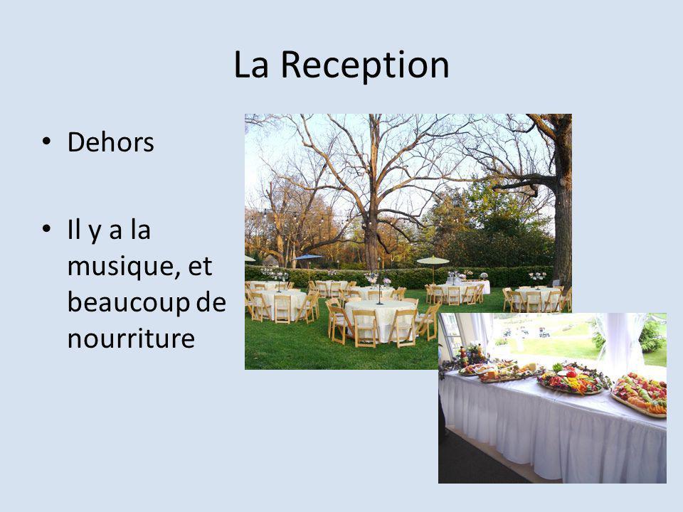 La Reception Dehors Il y a la musique, et beaucoup de nourriture