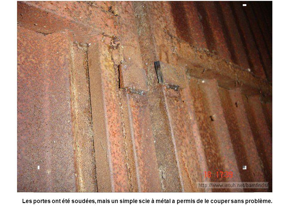 Les portes ont été soudées, mais un simple scie à métal a permis de le couper sans problème.