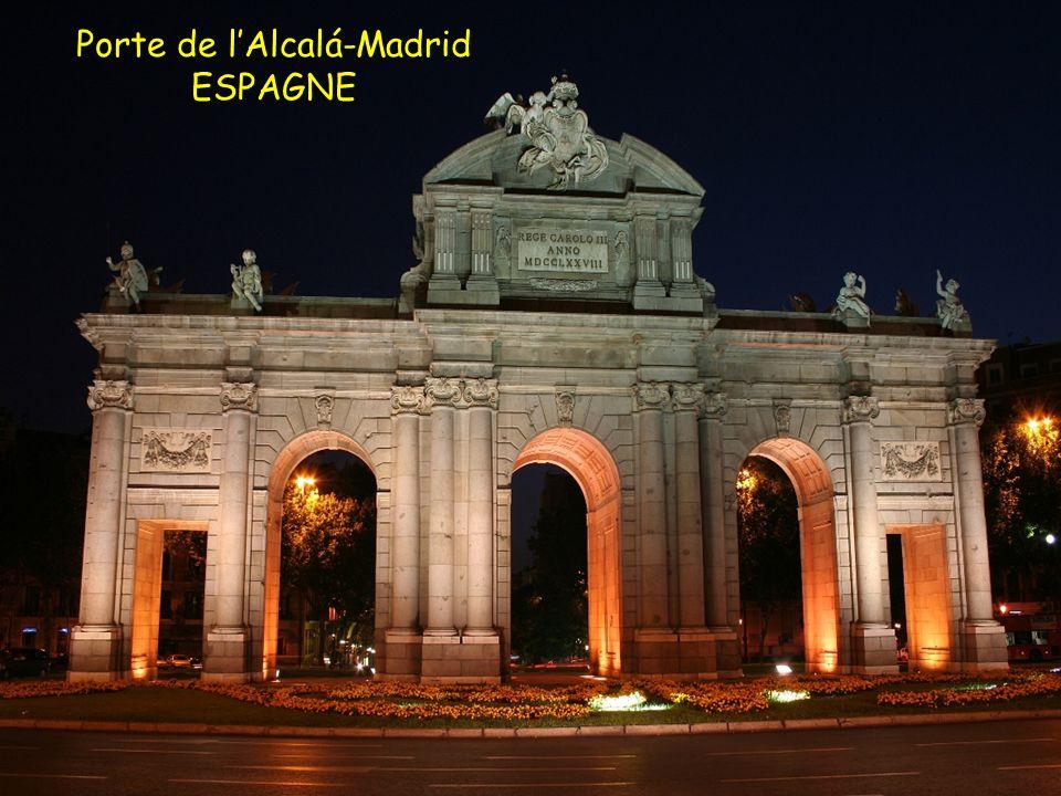 Porte de lAlcalá-Madrid ESPAGNE