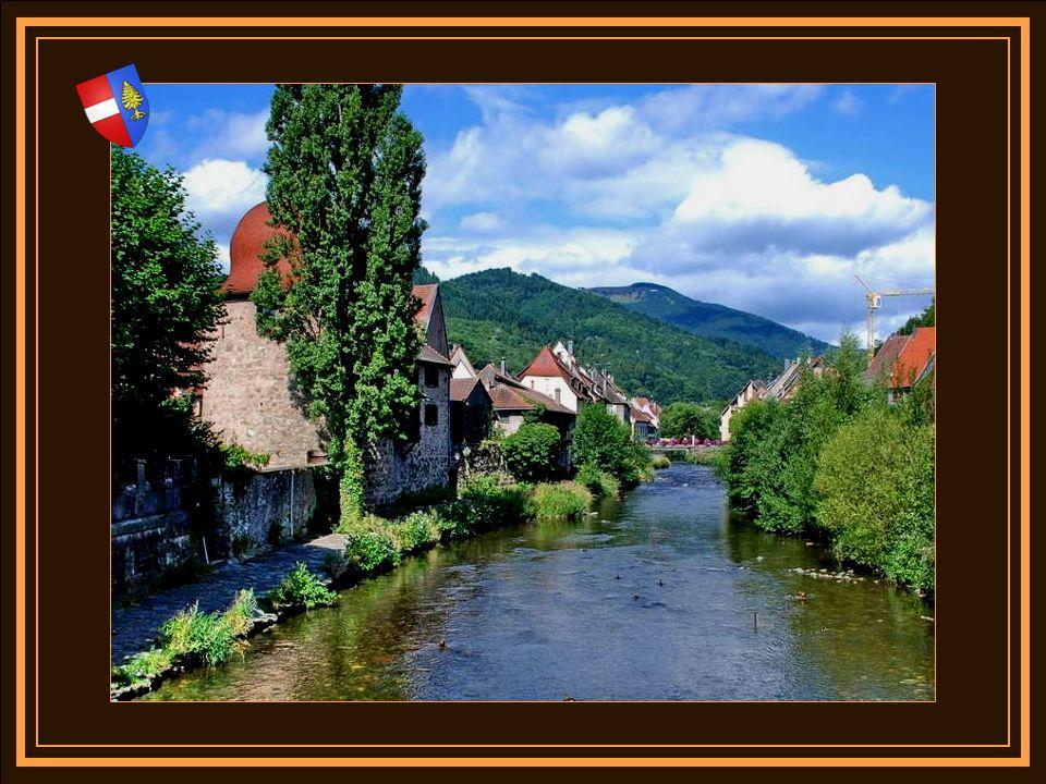 Le centre de la vieille ville de Thann, affiche encore quelques beaux vestiges de maisons médiévales. Selon le dicton populaire, Le clocher de Strasbo
