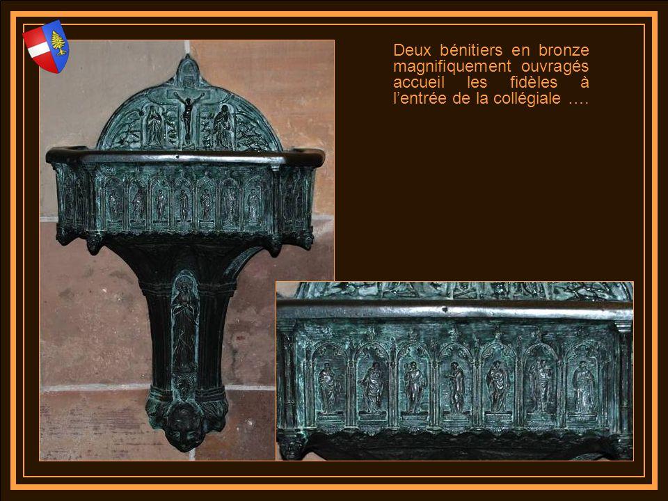 Au moyen âge le statues encadrant la porte dentrée étaient polychromées. On en perçoit encore certaines traces, il serait question de reproduire et re