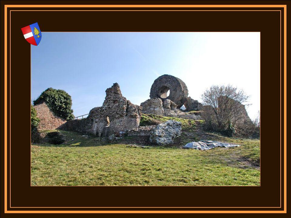 A lentrée de la vallée, le site de Thann fut dès lorigine de la route, un lieu de péage protégé par un poste Romain établi sur le rocher du Schlossber