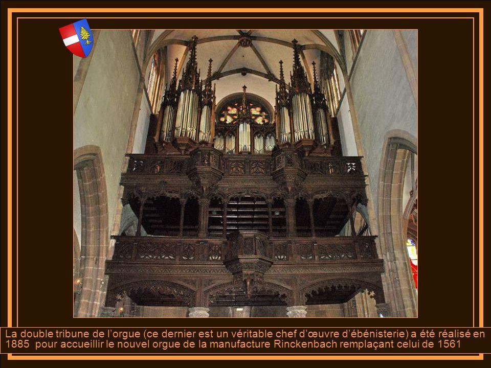 A droite de léglise le bas côté comprend quatre travées voûtées en croisées dogives qui sappuient sur quatre chapiteaux qui représentent les armes dAu