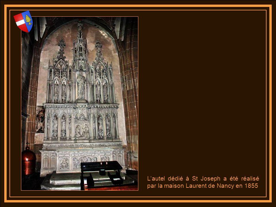 Lorgue endommagé lors de la première guerre mondiale et à nouveau restauré en 1955 à été entièrement reconstruit par Michel Gaillard de la manufacture