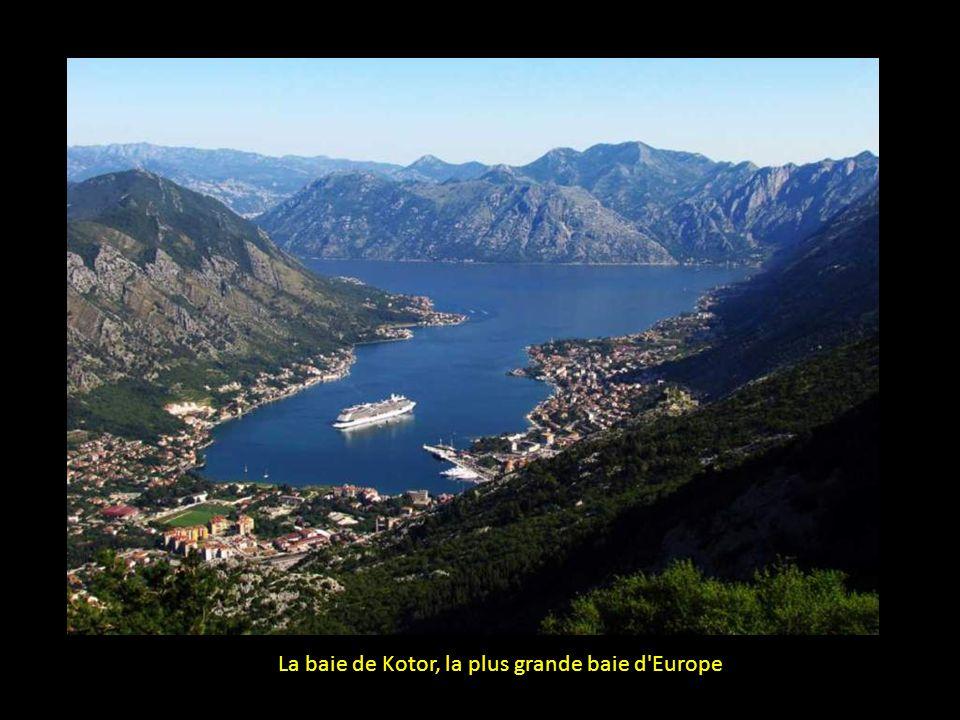 La baie de Kotor (Boka Kotorska) est le fjord le plus au sud de l'Europe
