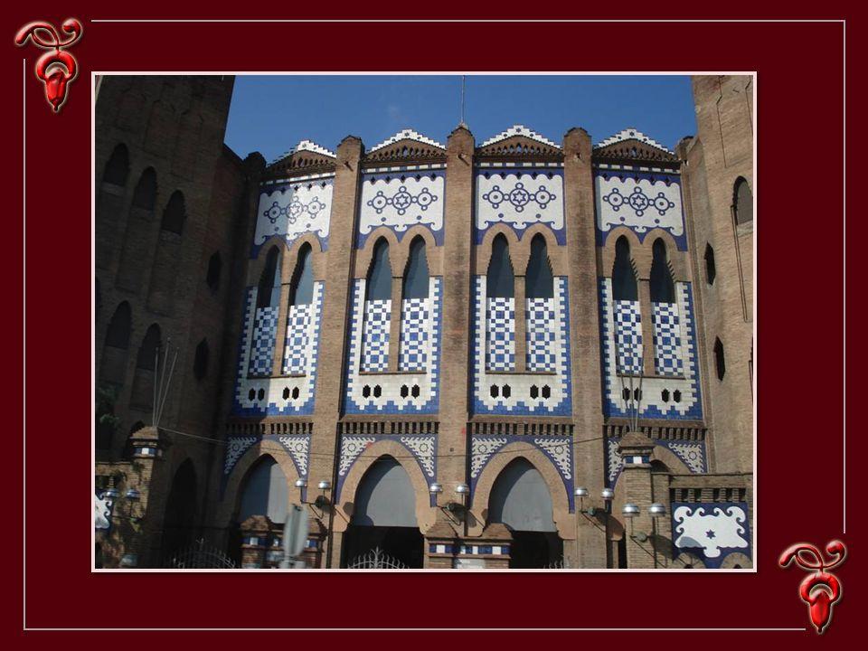 C´est l´un des trois bâtiments qui font partie de la pomme de la discorde, avec la maison Battló, conçue par Gaudi, et la maison Amatller, construite