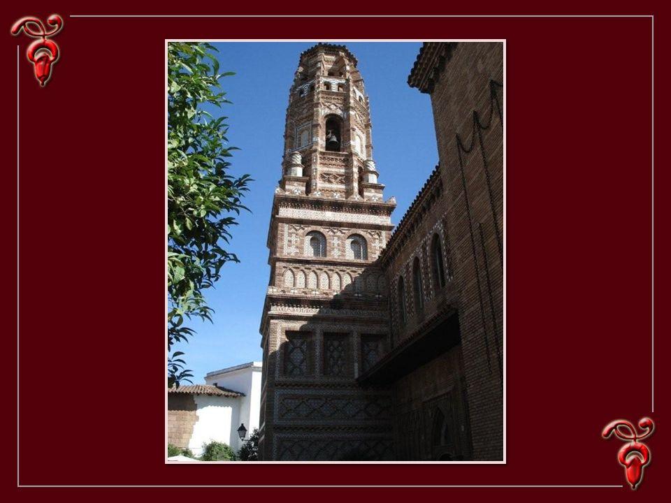 Le village Espagnol. Initialement érigé en treize mois pour les visiteurs de lexposition de 1929. Il devait être éphémère, mais on a conservé ce décor