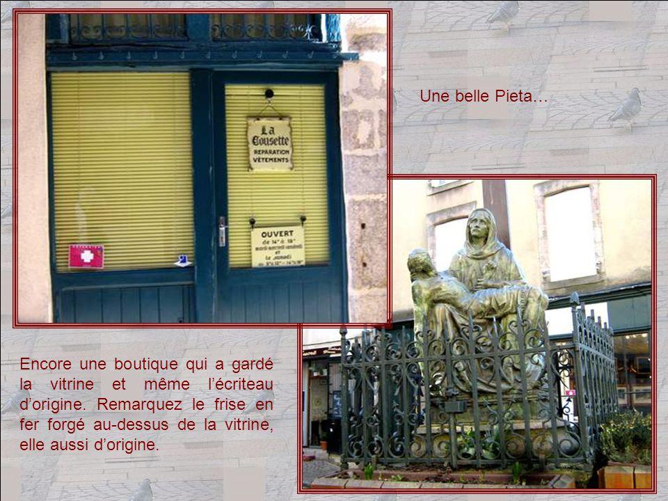 Mais ces vieux quartiers présentent, parfois avec humour, des boutiques tout-à-fait modernes !