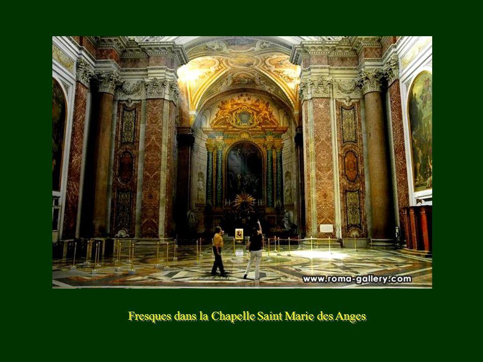 Chapelle Santo Croce de Florence Tombeau de Michel-Ange Chapelle Santo Croce de Florence Tombeau de Michel-Ange