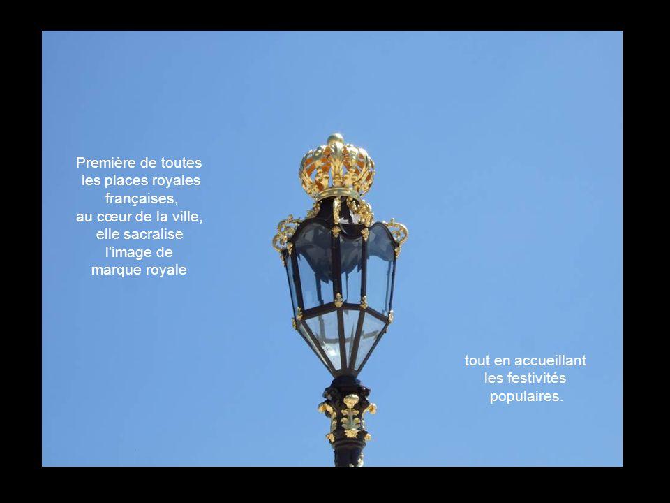 En mars 1752, est posée officiellement la première pierre du premier pavillon. La Place Royale est solennellement inaugurée en novembre 1755. Photos M