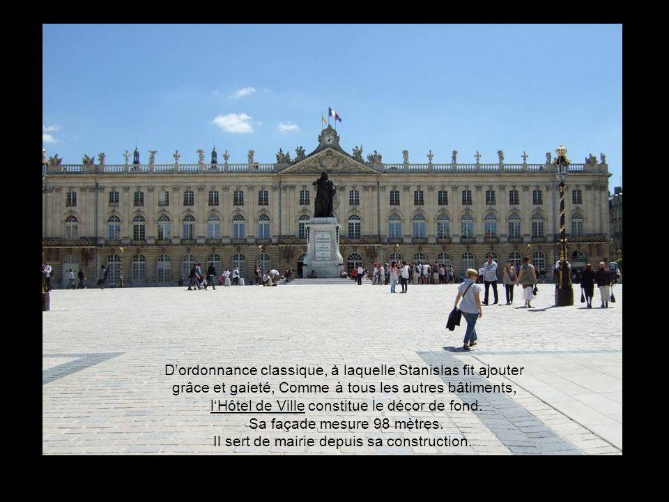 Ce n'est qu'en 1831 qu'on inaugura une nouvelle statue, représentant Stanislas - œuvre de Jacquot « Prix de Rome » - 4. Repris sur la statue actuelle