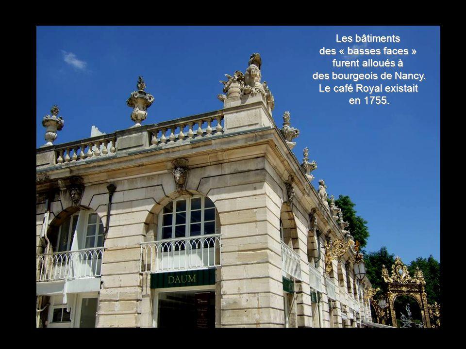 A partir de 1793 le pavillon devint Musée des Beaux-Arts. L'espace laissé par le Théâtre permit une première extension du Musée en 1936 par les archit