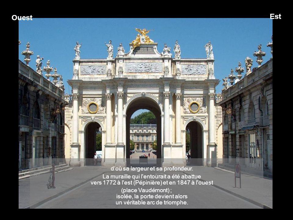 Entre, fut percée une véritable porte à la gloire de Louis XV, époux de la fille de Stanislas, Marie Leszczynska, dans les fortifications de la ville