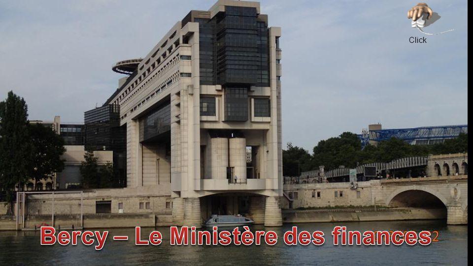 Hall du Bâtiment Colbert – Hall Pierre Bérégovoy Au sol: Le grand Ruban, lœuvre de Guy de Rougemont.