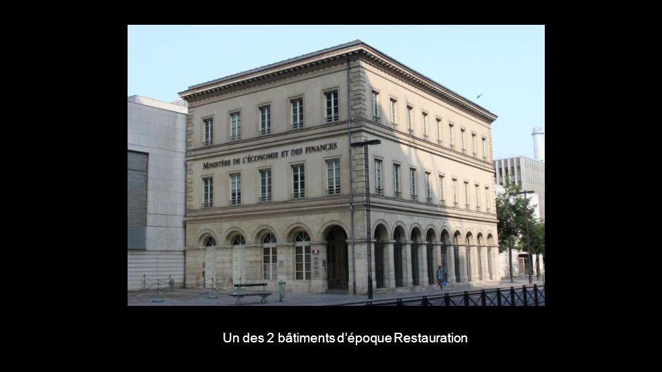 Un des 2 bâtiments dépoque Restauration