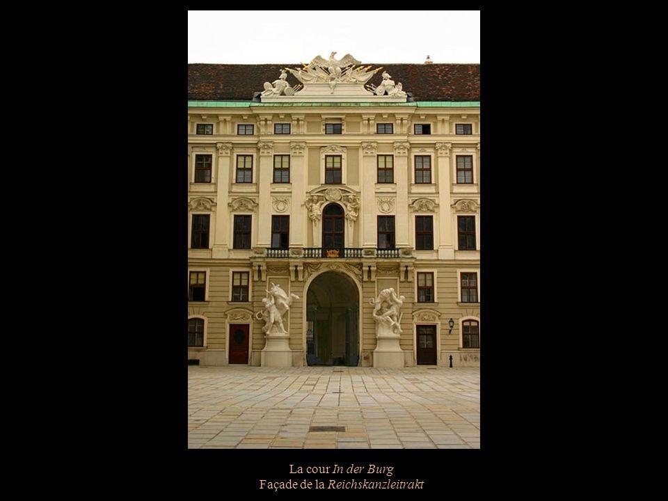 La cour In der Burg Façade de la Reichskanzleitrakt
