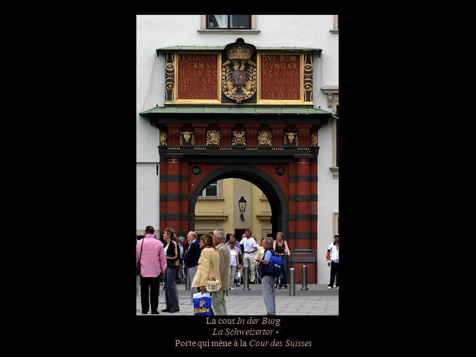 La cour In der Burg Hercule et le lion de Némée