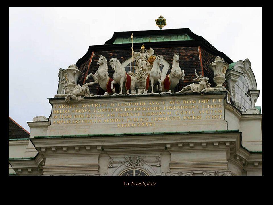 La Josephplatz, dans le quartier de la Hofburg au cœur de Vienne, Doit son nom à la statue équestre de Joseph II.