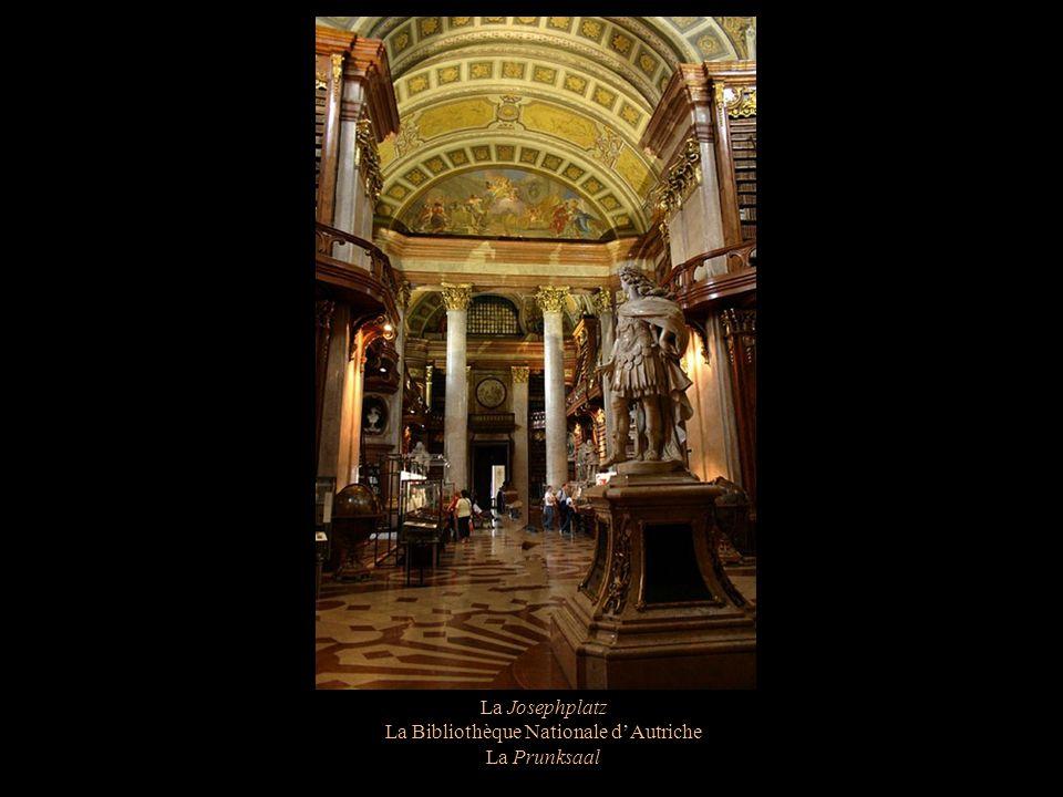 La Josephplatz La Bibliothèque Nationale dAutriche La Prunksaal en est la salle dapparat