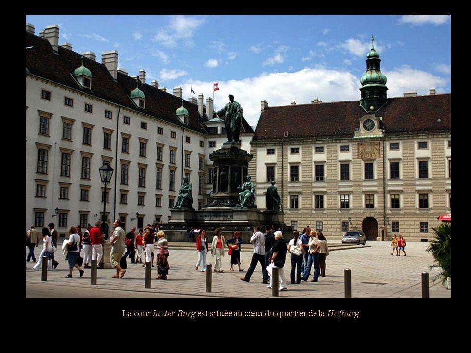 Capitale de lAutriche, Vienne fut la capitale du Saint Empire romain germanique, de lEmpire dAutriche et de la double monarchie de lAutriche-Hongrie.