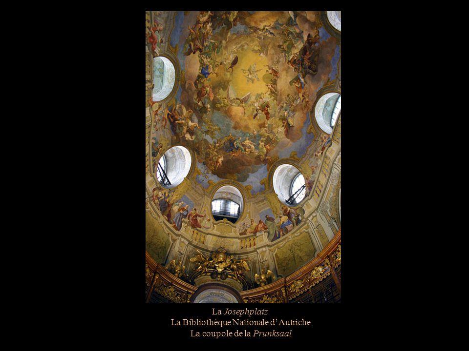 La Josephplatz La Bibliothèque Nationale dAutriche La coupole de la Prunksaal