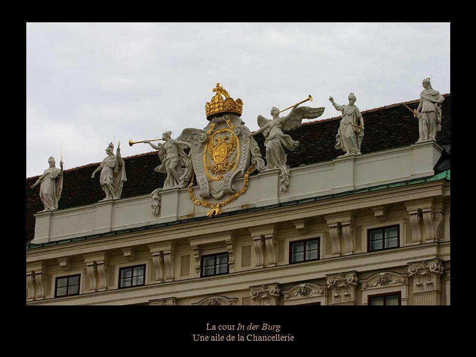 La cour In der Burg Dôme de la Michaelleskuppel