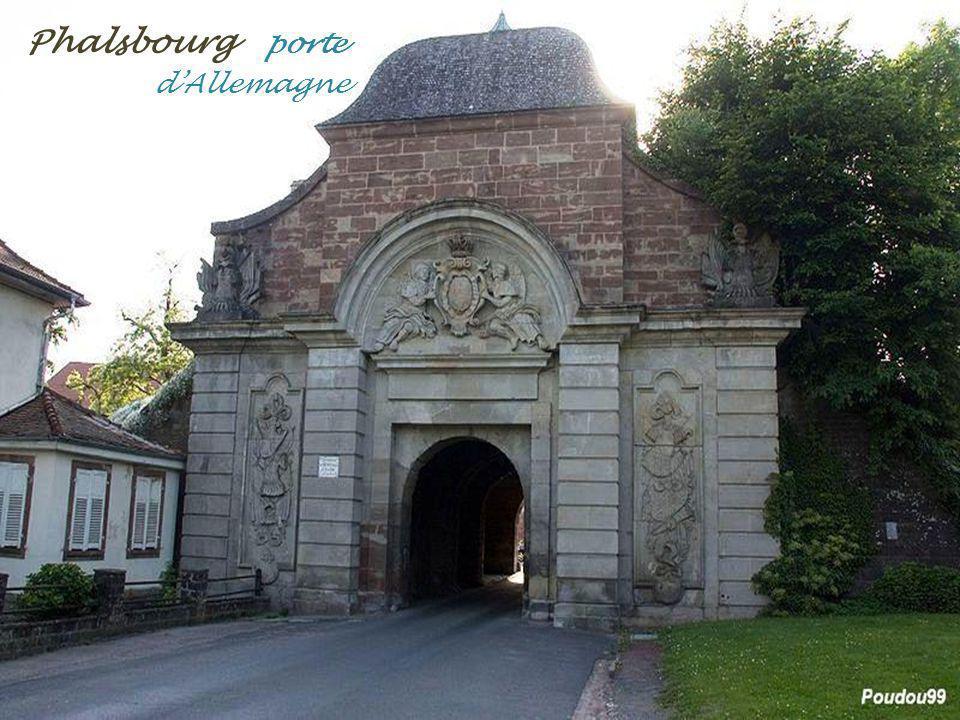 Phalsbourg la place dArmes