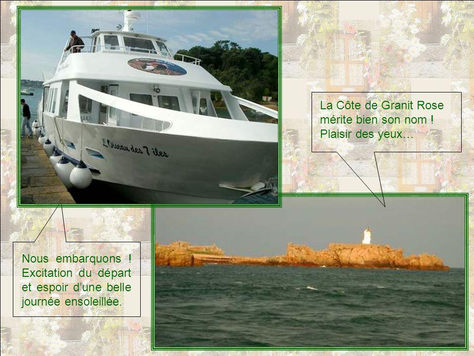 Le port séveille lentement, le jour se leve, et les derniers voyageurs se hâtent darriver.