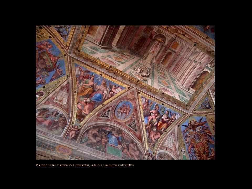 Le Vatican possède 11 musées, ce qui représente 5 galeries et 1400 salles… Ce qui en fait la plus riche collection au monde dœuvres dart… Ci-après, qu