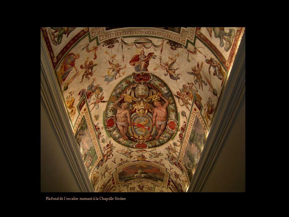 Plafond de lescalier menant à la Chapelle Sixtine