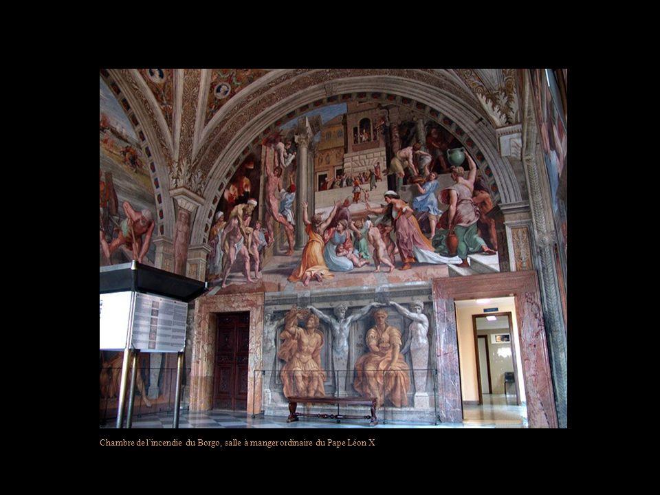 Plafond de la première salle des Archives Pontificales Les Archives secrètes du Vatican sont ouvertes au public depuis 1881.