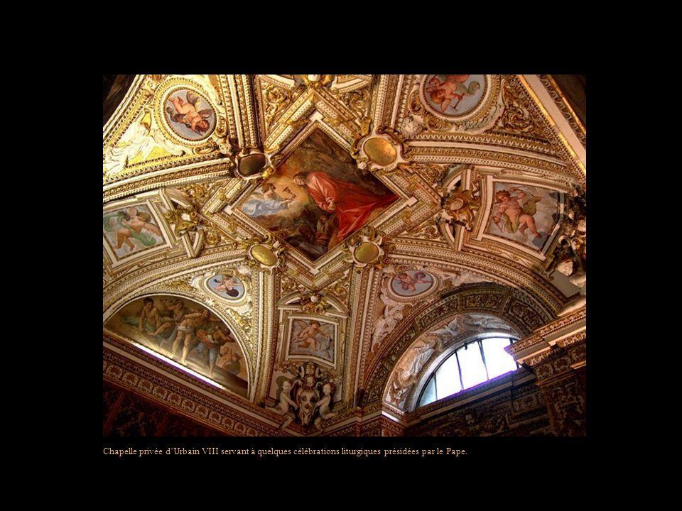 Chapelle privée dUrbain VIII servant à quelques célébrations liturgiques présidées par le Pape.