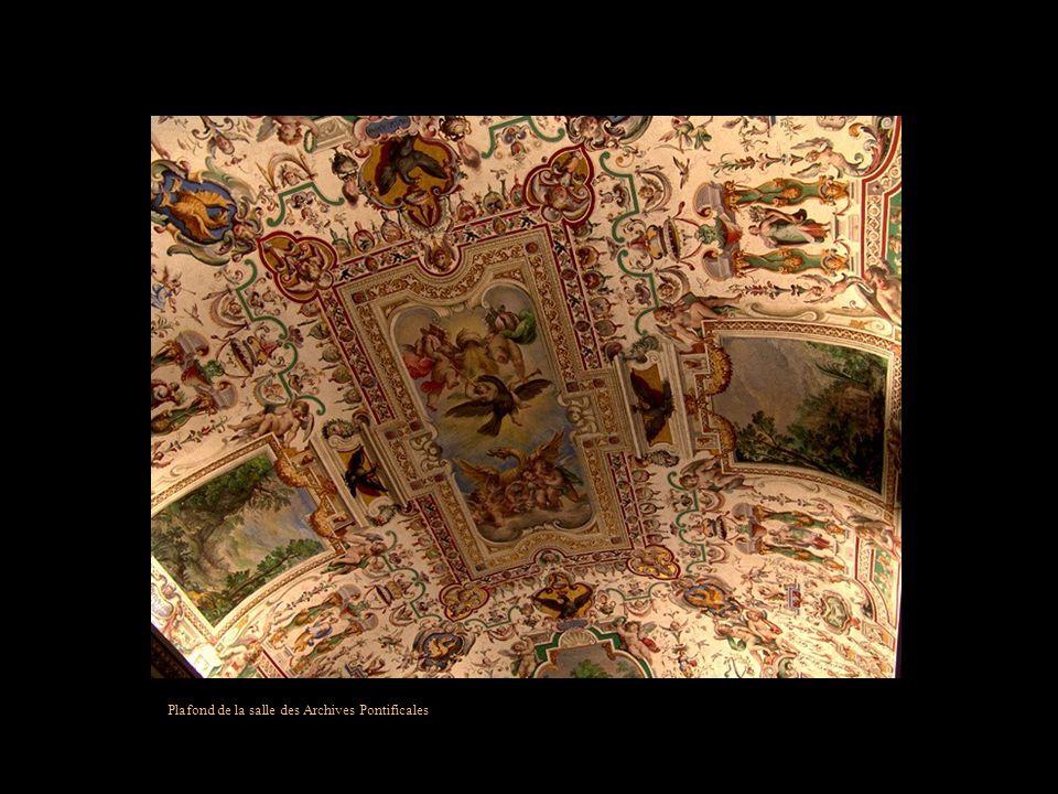 Plafond de la deuxième salle des Archives Pontificales