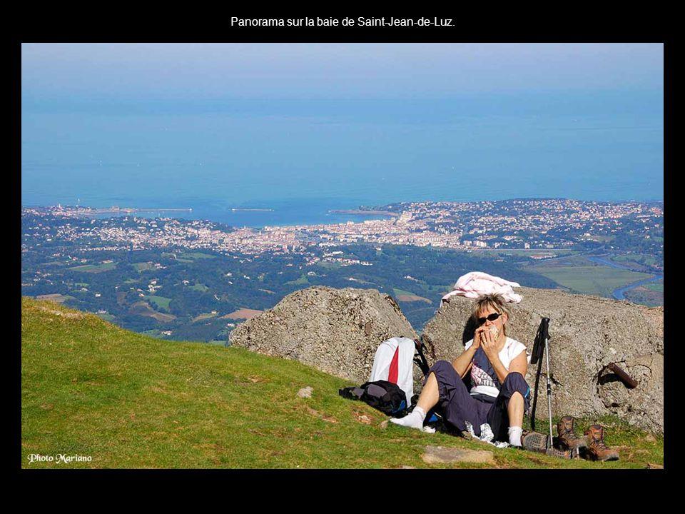 .... Le panorama, s'étend sur 7 provinces basques, des Pyrénées aux plages de la côte Basque et des Landes....