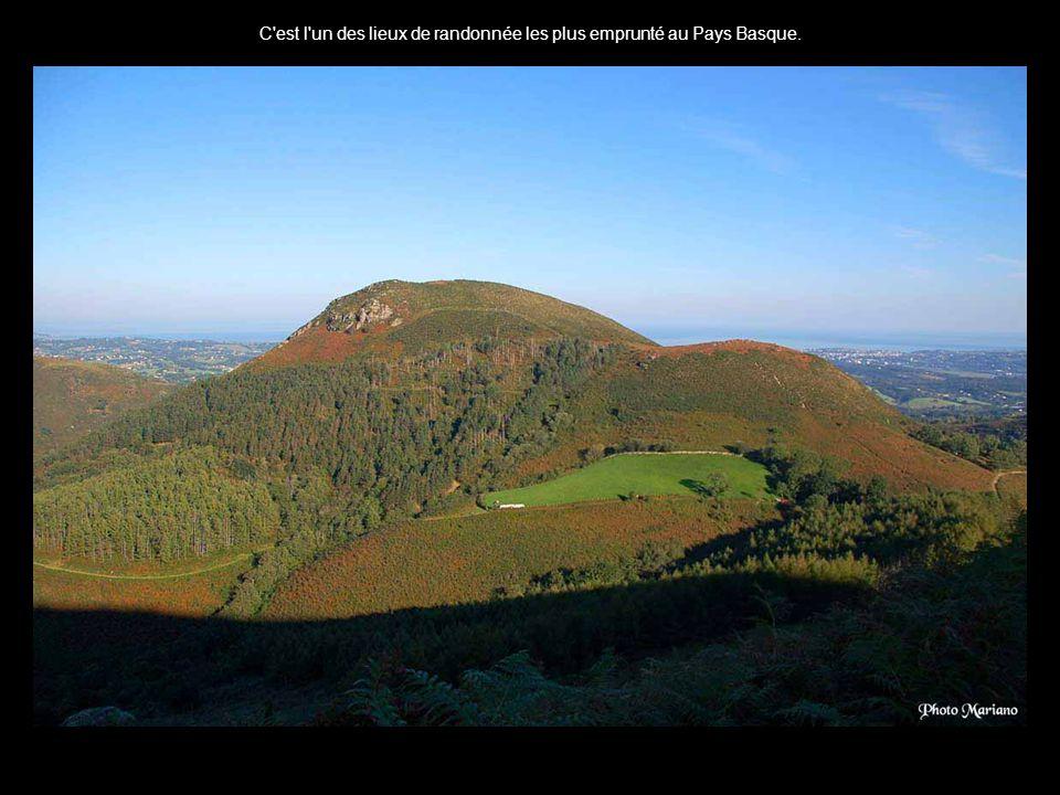 .... Départ depuis le gite d'Olhette altitude 95m. La Rhune (Larrun en basque) est un sommet des Pyrénées qui culmine à 900m d'altitude....