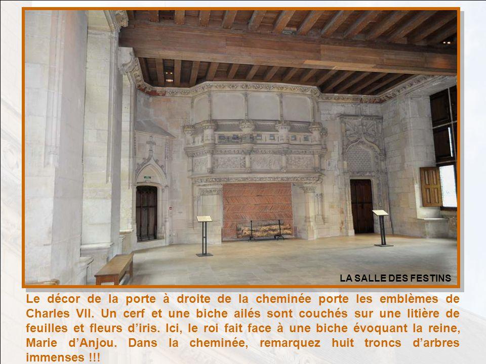 La Salle des Festins était une salle de réception et dapparat. Elle témoigne de la connivence que Jacques Cœur entretenait avec les artistes pour comb