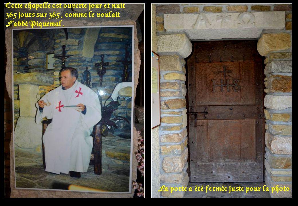 La porte a été fermée juste pour la photo Cette chapelle est ouverte jour et nuit 365 jours sur 365, comme le voulait Labbé Piquemal.